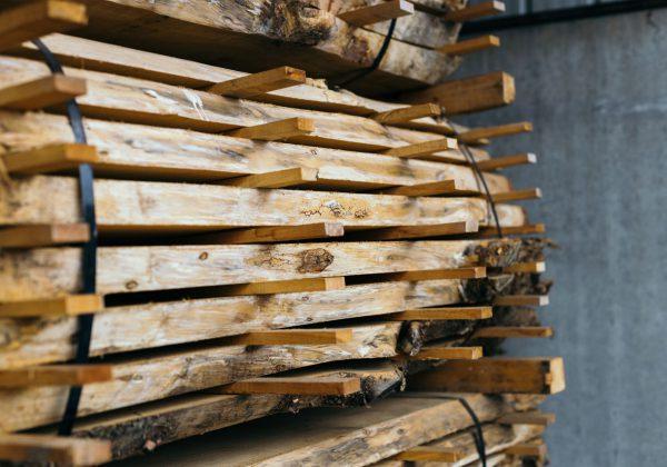 Okna drewniane – chętnie wybierane przez klientów